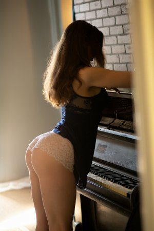 Laura-lyne incall escort in Forest City