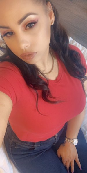 Zainabe escort girl in Rochester
